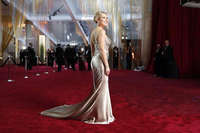 第92屆奧斯卡獎紅毯:雙料入圍最佳女主角、女配角的史嘉蕾喬韓森(AP)