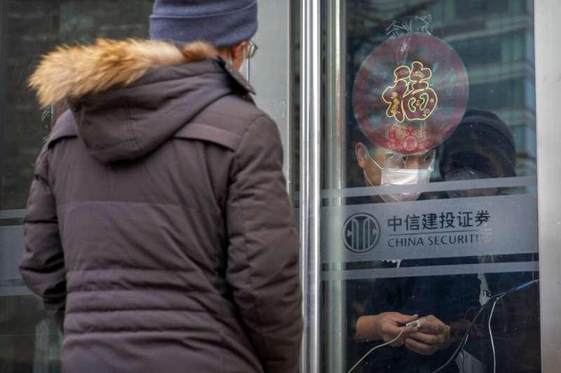 武漢肺炎肆虐,上海2月10日宣布採取「封閉式管理」。(美聯社)