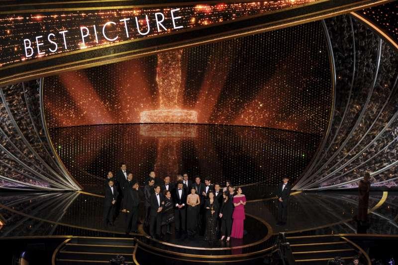 南韓電影《寄生上流》拿下2020年奧斯卡最佳影片獎(美聯社)
