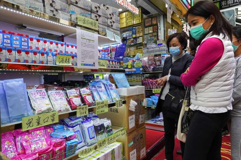 搶購口罩已成香港乃至整個東亞的日常。(美聯社)