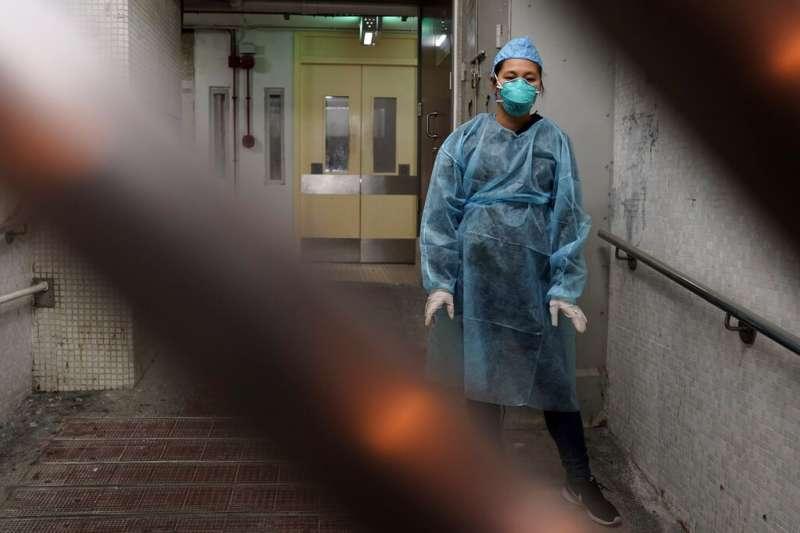 香港青衣的康美樓驚傳社區感染,港府趕緊疏散居民。(美聯社)