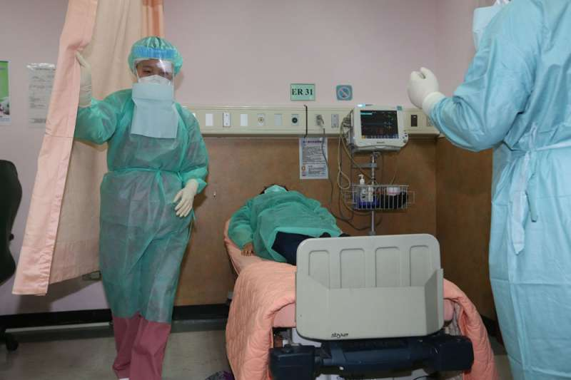 以台灣目前的醫療資源綜合研判,台商若依規畫陸續回台,是有能力處理的。(柯承惠攝)