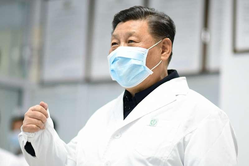 中國國家主席習近平到醫院為醫護人員加油。(美聯社)
