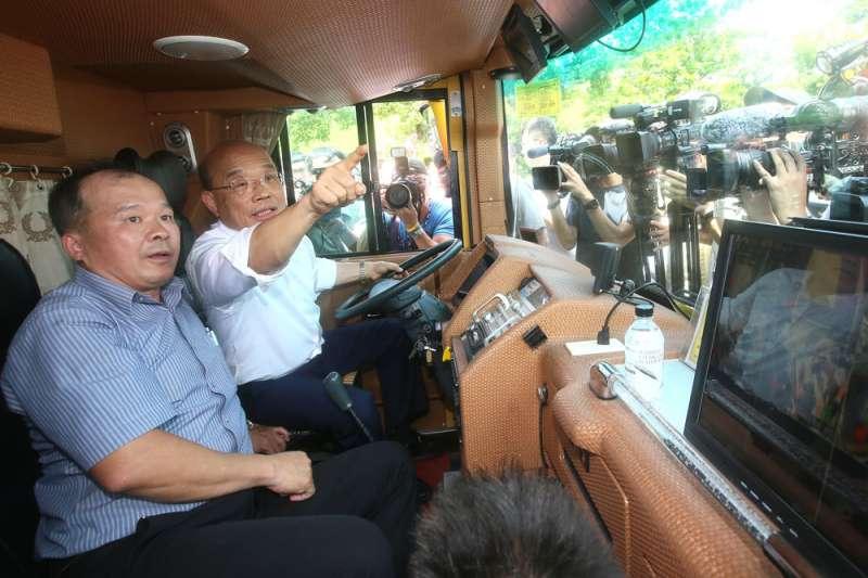 蘇貞昌(右)接任閣揆後衝出高滿意度,更是助綠營二度完全執政的大功臣之一。(林瑞慶攝)