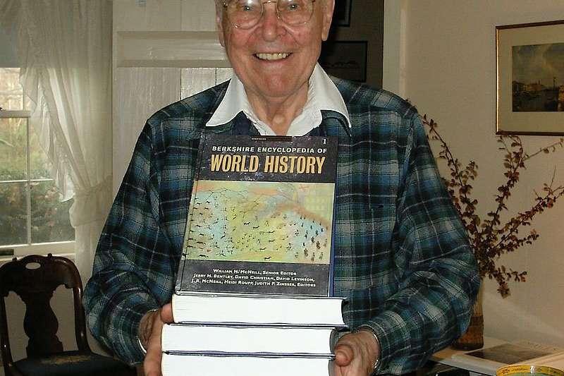 芝加哥大學歷史教授麥克尼爾認為微寄生物阻止了中國人向南方擴展。(翻攝自維基百科)