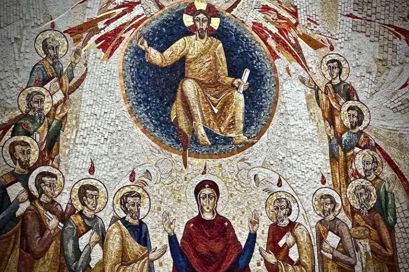 身著不同顏色的衣服的使徒體現著我們與天主獨一無二的情感(曾廣儀攝)