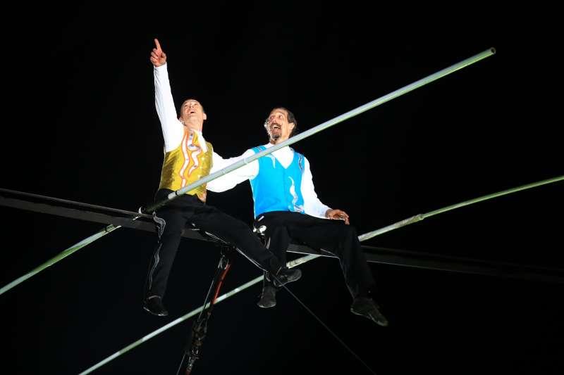 「英國珍寶馬戲團」在后里馬場高空特技表演。(圖/臺中市政府提供)