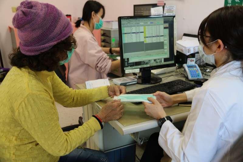 大醫院候診時間本就冗長,在實際就診前卻總是得先上衛教課程。(示意圖,新北市衛生局)