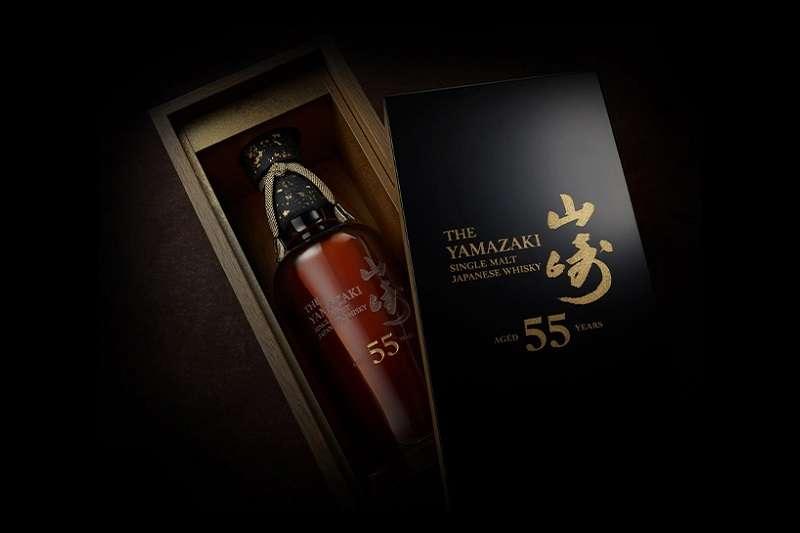 山崎55年訂價300萬日幣,為什麼還許多人嚷著「即使借錢也要買」呢?(圖/擷取自山崎蒸餾所官網)
