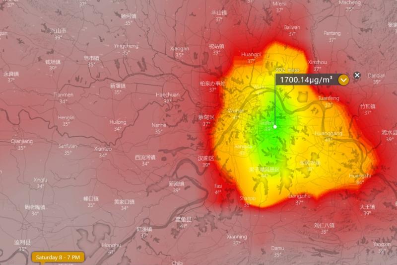 武漢肺炎疫情延燒,近日網路流傳一組圖文,聲稱武漢上空出現大量二氧化硫,更宣稱此為焚燒至少1萬4000具屍體所致。(取自推特@inteldotwav)