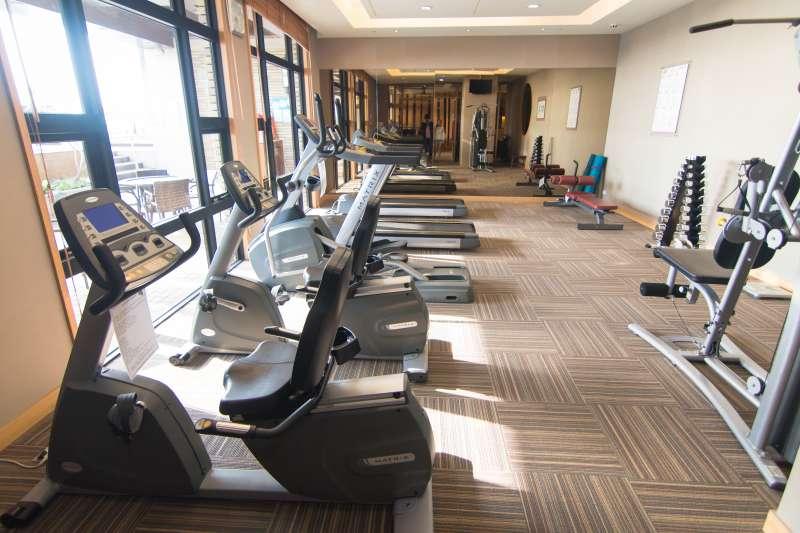 指揮中心宣布,明(13)日健身房等運動場所將可以「有條件」解封。(圖/盈棻 吳@Flickr)