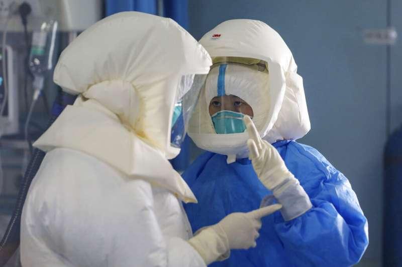 新冠肺炎疫情在中國境內持續擴大,上海籍的網紅廣告小妹直指中國醫療不只落後先進國家30年,更坦言「防疫工作撐不住是必然」。(資料照,美聯社)