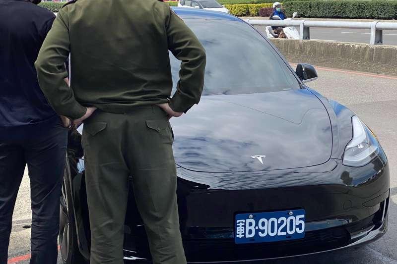國軍開始採用電動車大廠「特斯拉」作為軍用行政車。(取自Tesla Owners Taiwan推特)