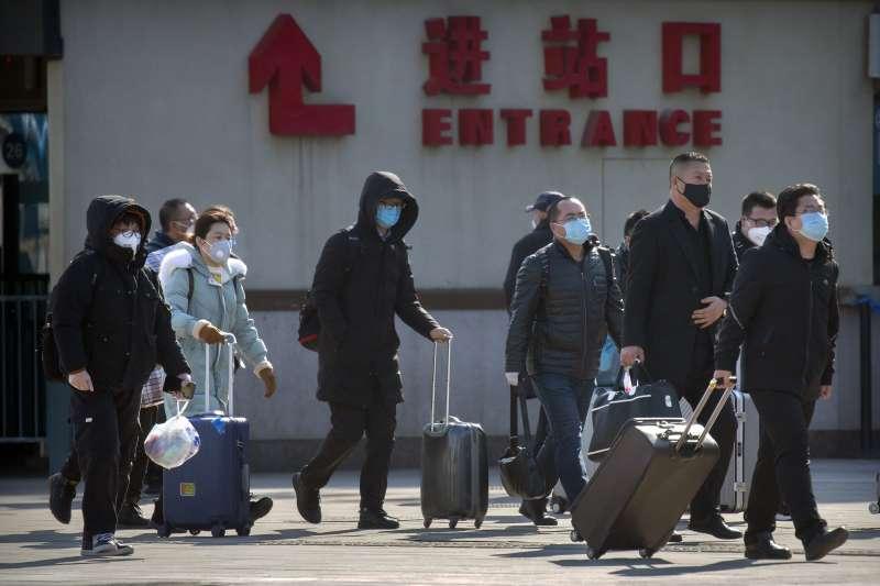 2020年2月,中國武漢肺炎疫情面臨春運返程潮的考驗(AP)