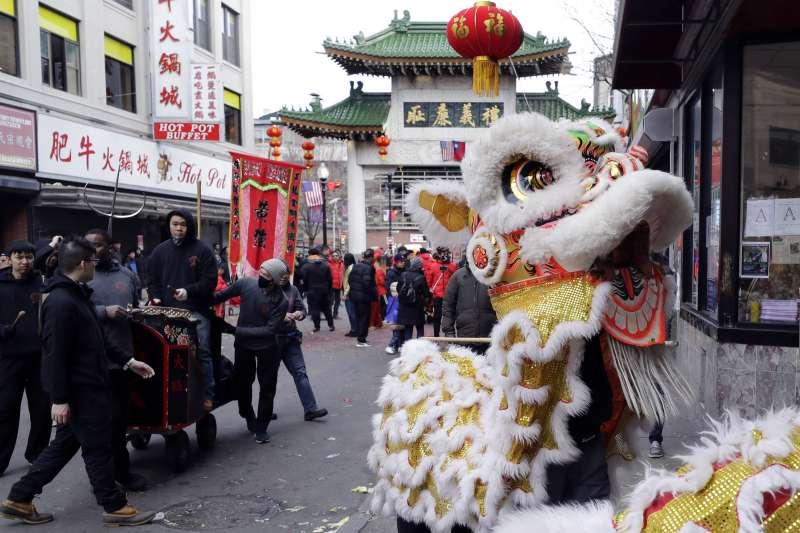 2月2日,美國波士頓唐人街慶祝農曆新年的活動(美聯社)