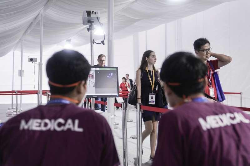 新加坡總理李顯龍3日宣布新加坡進入軟性封城,不少醫界學者擔心,台灣若一不謹慎也將進入封城狀態。(資料照,美聯社)