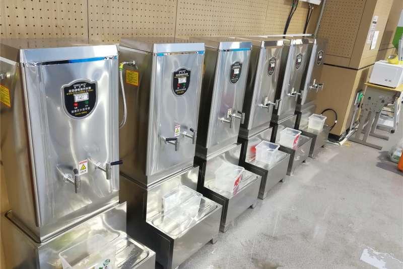 中國新冠肺炎疫情,江夏方艙為患者提供的全自動電熱開水器。(新華社)