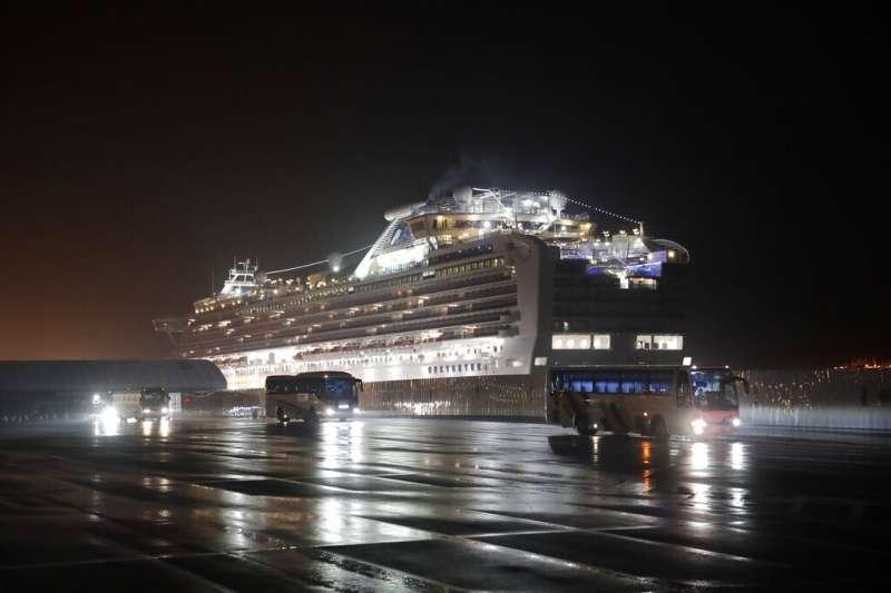 「鑽石公主號」郵輪的美國乘客準備搭乘專機返國。(美聯社)