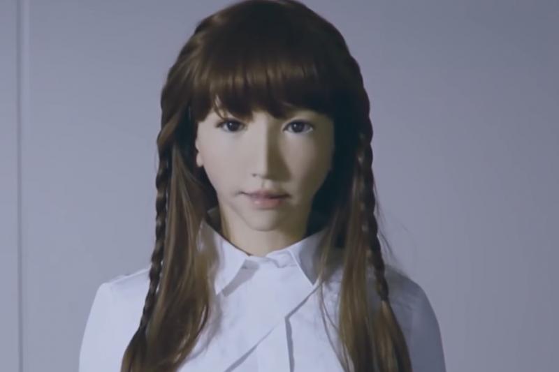 研究人員警告,具備人工智慧(AI)的性愛機器人問世後,對個人和社會構成愈來愈多心理與道德威脅。(示意圖/ 取自youtube)