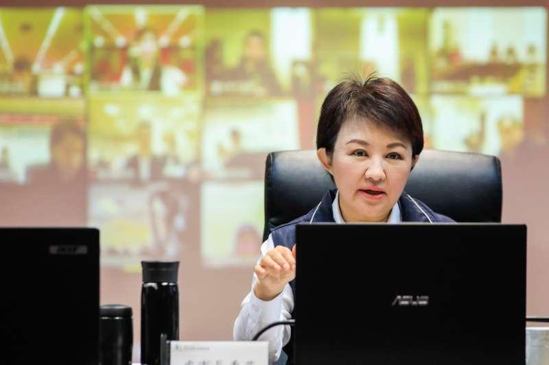 台中市長盧秀燕在中部七縣視訊聯合防疫會議中提出,必須跨縣市建立更綿密、更完善的防疫防護網,強化區域橫向合作,讓民眾安心。(圖/臺中市政府提供)