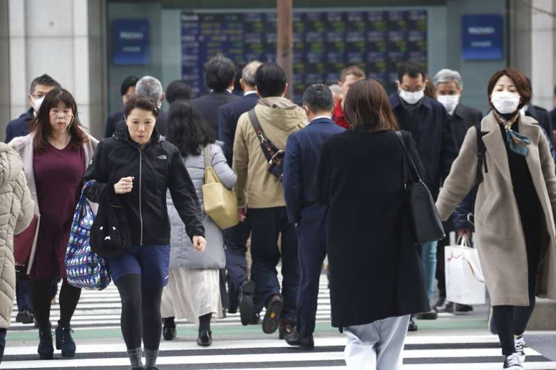 主計總處表示,加計獎金及加班費等非經常性薪資後,台灣總薪資平均為4萬7750元。(資料照,美聯社)