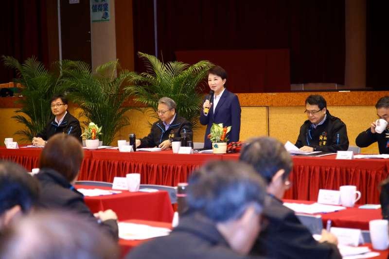 市長盧秀燕在市政會議上,說明首批武漢台商返台專機中,安置在台中檢疫所的69位台商,隔離期間民眾全數健康,無確診病例,18日上午已全數返家。(圖/台中市政府提供)