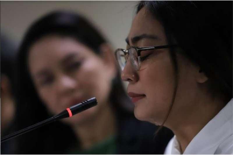 在菲律賓從事網路博彩業的台灣女子賴羽倩,2月12日在鏡頭前聲淚具下,向當地媒體揭露她求職的悲慘經歷。(BBC中文網)