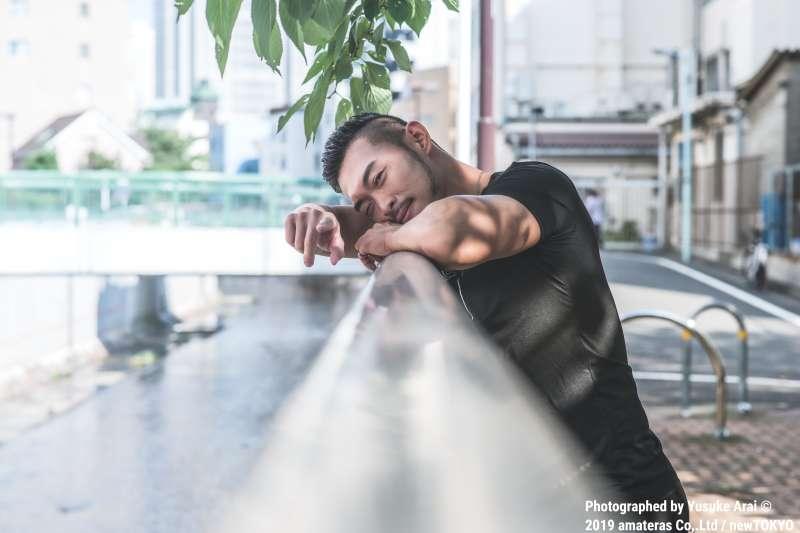 嘗試放下書本後的他,就此發現了另一個世界,「我想讓自己有表演的能力!」Benson說到。(圖/Photographed by Yusuke Arai © 2019 amateras Co,.Ltd / newTOKYO提供)