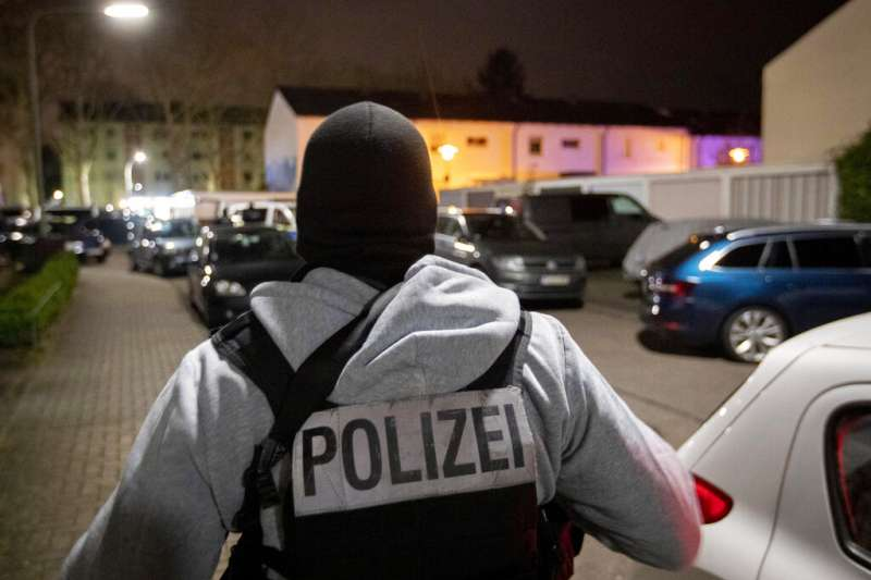 德國19日又發生槍擊案,兇嫌晚間10時在中西部城鎮哈瑙、凱瑟爾施塔特的兩家水煙酒吧開槍,造成至少8人死亡,5人受傷。(AP)