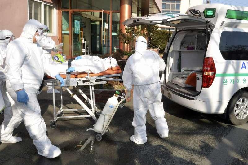 武漢肺炎(新冠肺炎)疫情延燒,台灣北部某醫院發生院內感染,目前群聚感染已達8人。示意圖。(資料照,美聯社)