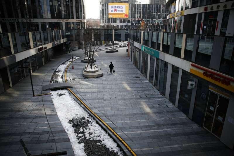 新冠肺炎爆發讓許多中國戶外場所顯得冷冷清清。(AP)
