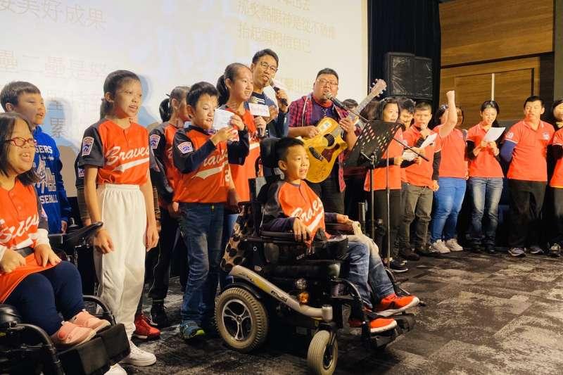 「罕見的幸福劇本」紀錄片,期望透過影音傳遞病童的韌性、病家的艱辛,喚醒社會對罕病族群的關心。(圖/罕見疾病基金會提供)