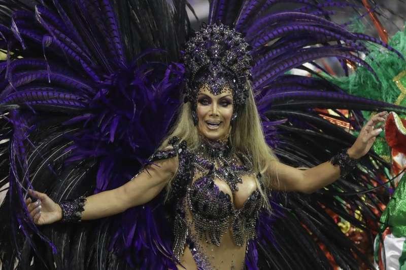 普林斯是首位巴西聖保羅嘉年華中擔任領隊舞者的變性女性。(AP)