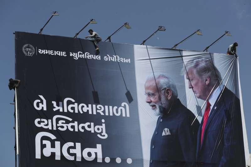 美國總統川普24日訪問印度,展開2天的國是訪問(美聯社)