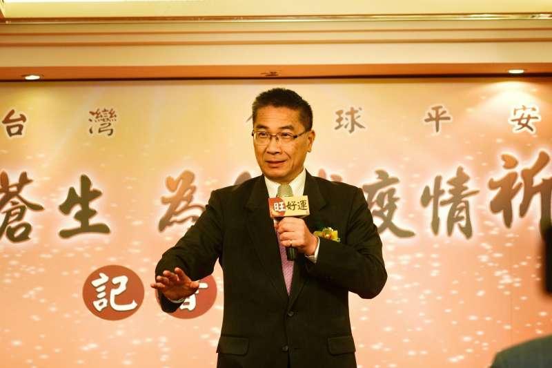 內政部長徐國勇(見圖)25日出席由北港朝天宮董事長蔡咏鍀發起的「百廟眾聖護蒼生,為全球疫情祈福法會」會前記者會。(內政部提供)
