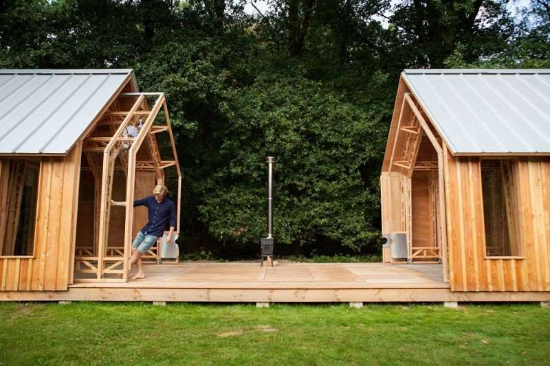 這座建築的外部木牆與金屬屋頂、內部的樑柱與玻璃結構能夠如套件一般彼此分離。(圖/瘋設計)