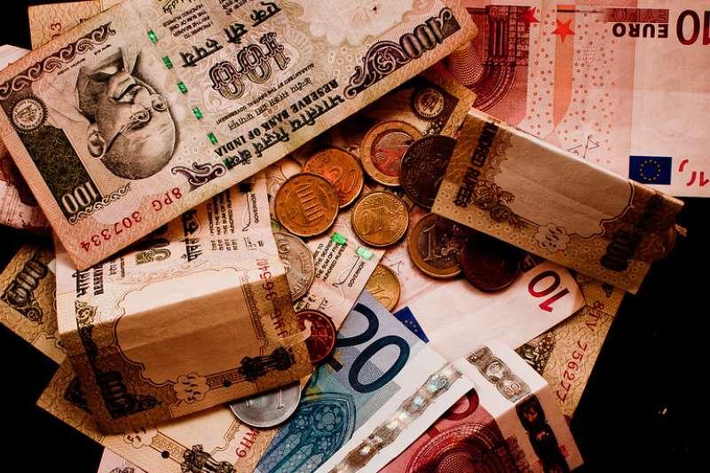想投資海外證券?開戶後的第一件事是換匯!(圖/ flickr)
