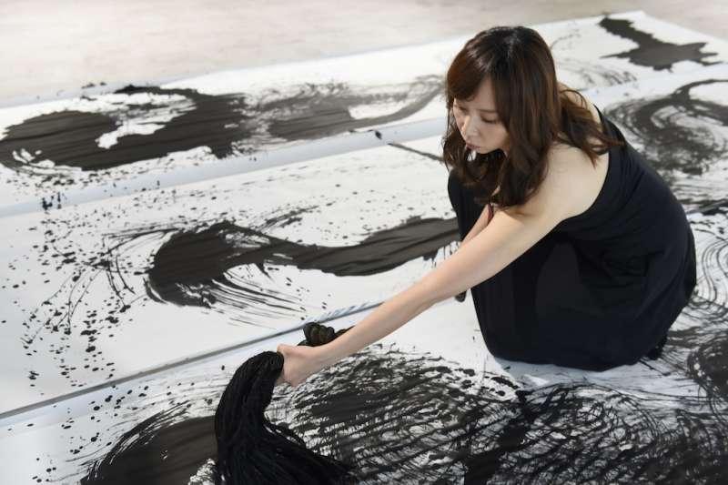 謝宛儒現代水墨創作,以靈性連結繪畫、傳遞非物質的精神向度。(圖/文化部提供)