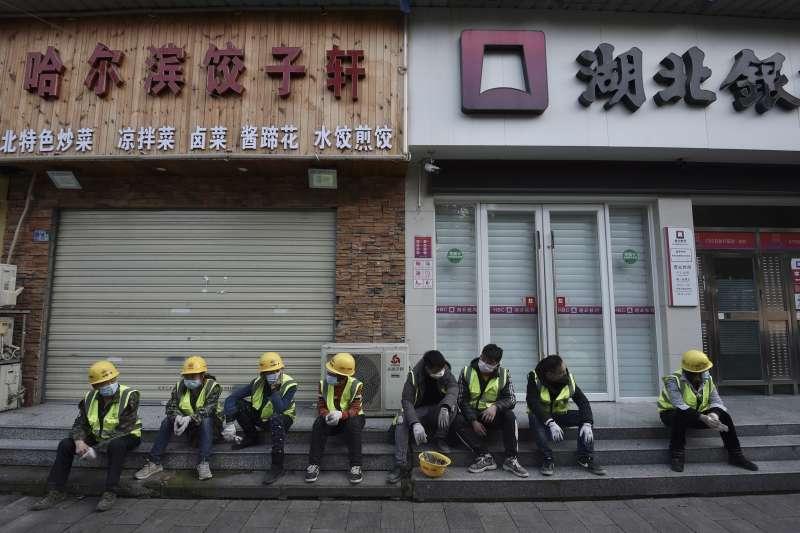中國武漢肺炎(新冠肺炎)疫情持續延燒,商店紛紛關門大吉(AP)