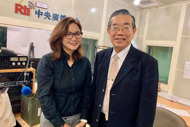 前衛生署副署長李龍騰(右)認為目前控制疫情最好方式就是「跟中國停止往來和通航3個月」。(資料照,取自李龍騰臉書)