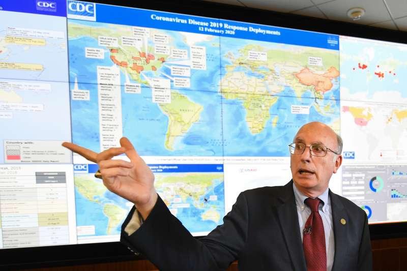 資料照,美國疾病管制署(CDC)副主任巴特勒(Jay Butler),2月12日在記者會上討論武漢肺炎疫情。(AP)