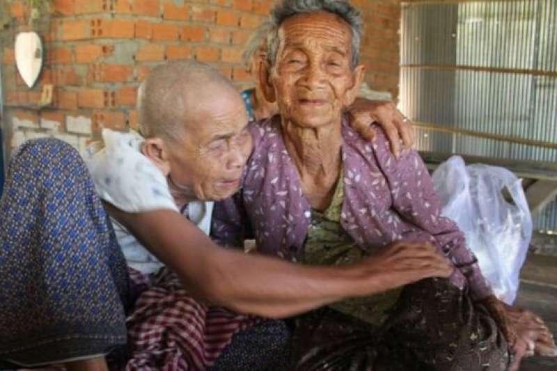 98歲的文森(左)和101歲的文潔上一次見面是半個世紀前。(BBC中文網)