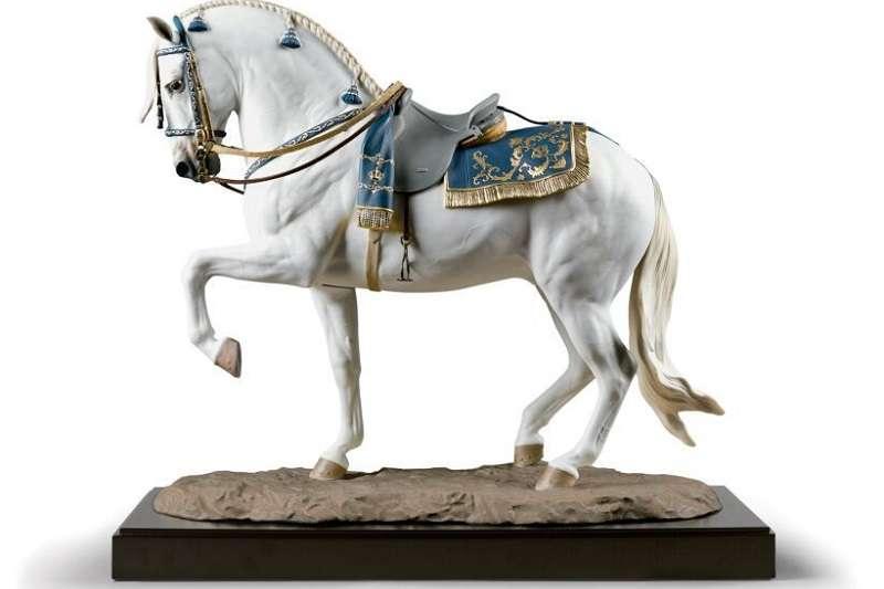LLadró作為全球奢侈精品,去年即以安達盧西亞舞馬為主題,推出盡顯馬匹優雅駿美姿態的「西班牙純種馬」雕塑。(圖/瘋設計)
