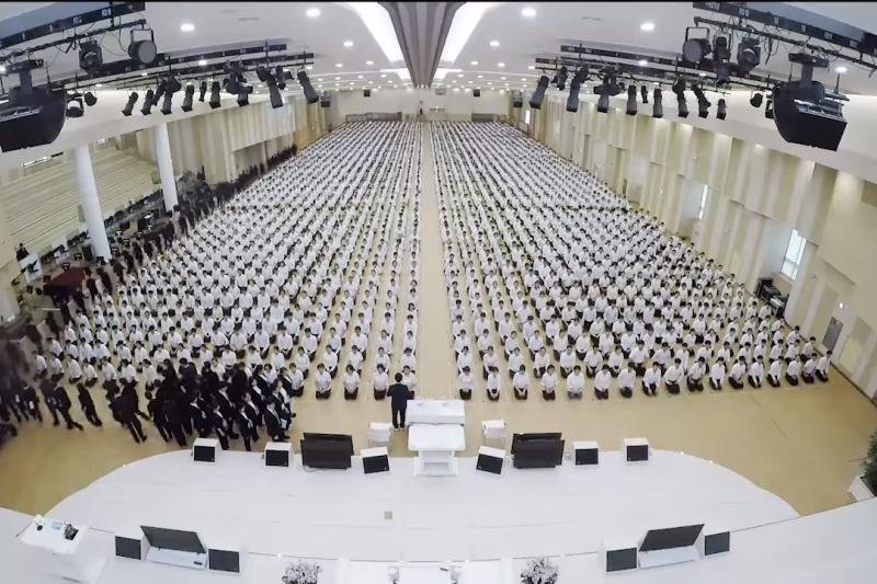 南韓新天地耶穌教會信徒聚會。(取自You Tube)