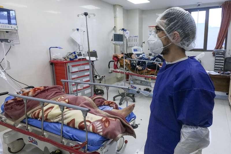 2020年2月,武漢肺炎(新冠肺炎)疫情在伊朗大規模爆發,聖城庫姆(Qom)最為嚴重(AP)