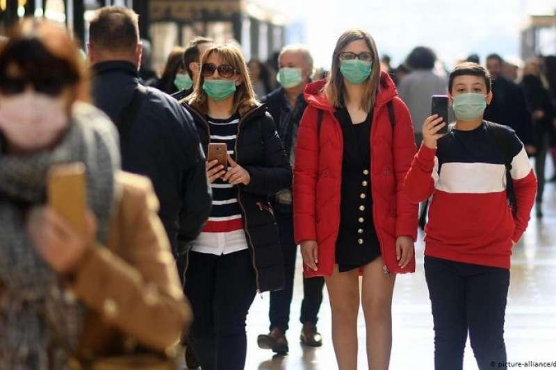為了防止新冠病毒疫情蔓延,義大利已對5萬人採取了隔離措施。義大利北部村莊維塔多內(Vittadone)距離隔離區不遠。那裡的居民迫切想知道,未來還會發生什麼?(圖/德國之聲)