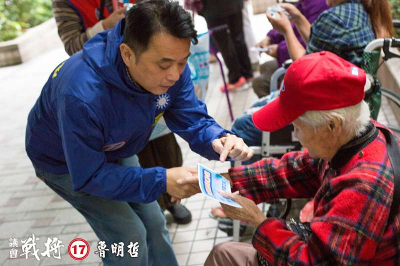 20200228-國民黨立委魯明哲(左)在2018選舉時回鍋競選桃園市議員,最終以第一高票成功連任。(取自魯明哲臉書)