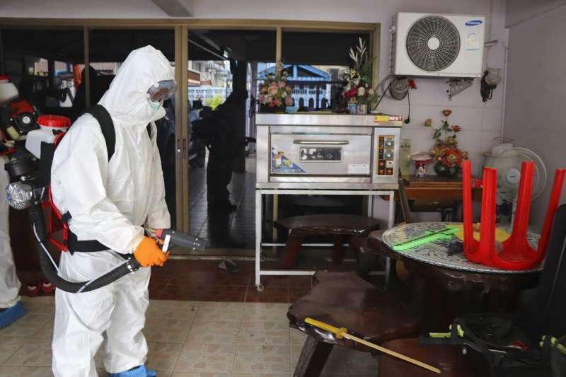 武漢肺炎肆虐,泰國曼谷加緊消毒防疫。(美聯社)