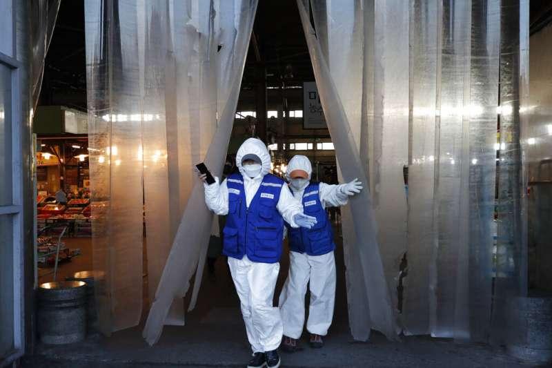 南韓確診人數29日正式突破3千人,首爾也在加緊消毒防疫工作。(美聯社)