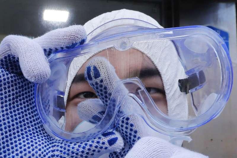 南韓確診人數28日正式突破兩千人,首爾也在加緊消毒防疫工作。(美聯社)